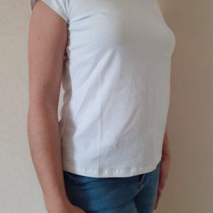 detalle camiseta ambar blanca