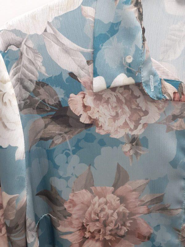 detalle blusón estampado flores